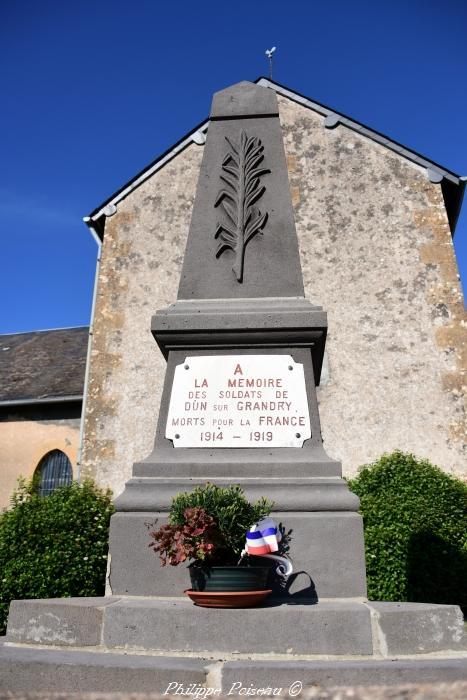 Monument aux morts de Dun sur Grandry