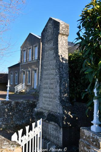 Monument aux morts de Saint Pierre du Mont