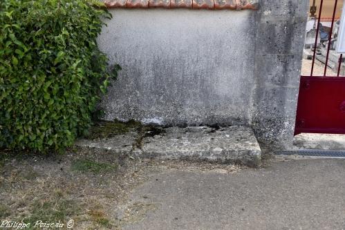 Pierre des morts de Saint Quentin sur Nohain Nièvre Passion