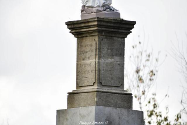 Statue de la Vierge à Saint-Léger-de-Fougeret