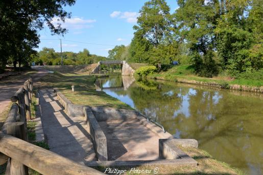 Un Pont sur le Canal du Nivernais