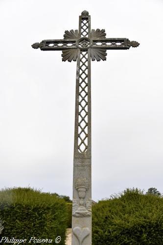 Croix du cimetière de Isenay