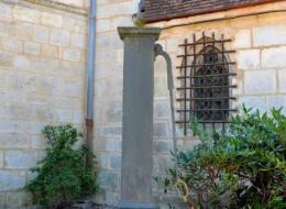 Pompe à bras de l'église de Prémery