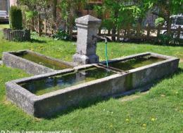 Fontaine et abreuvoir de Saint Martin du Puy