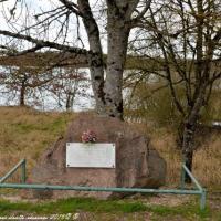 Stèle du Maquis Daniel a l'étang de Vaux - Maquis