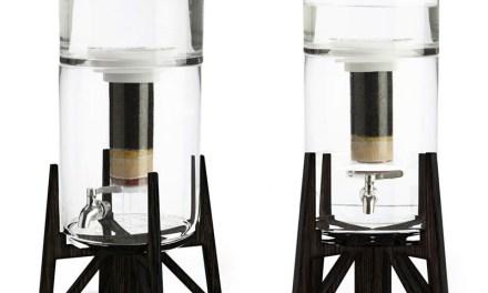 Tower, une fontaine filtrante en verre par Aquaovo