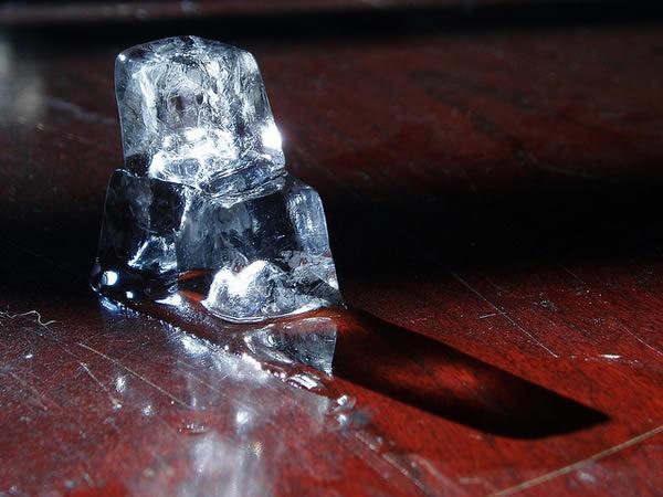 como-hacer-cubos-de-hielo-cristalino