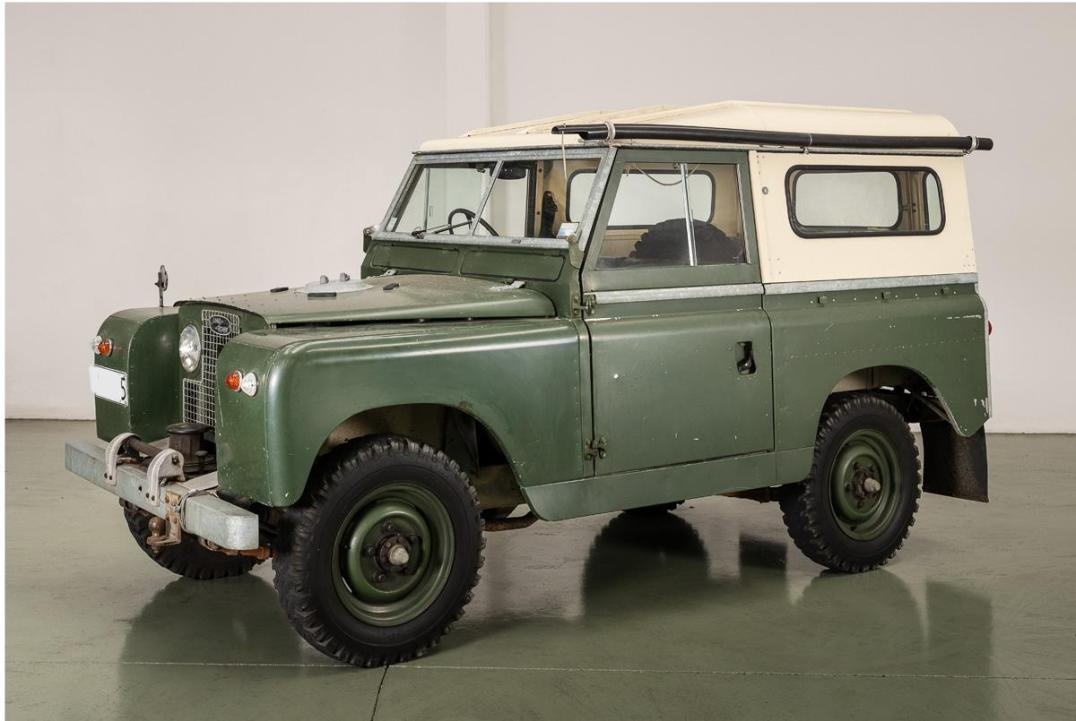 Lot 7: 1964 Land Rover Series IIA Achieved: $36,800 Estimate: $20,000 - $25,000