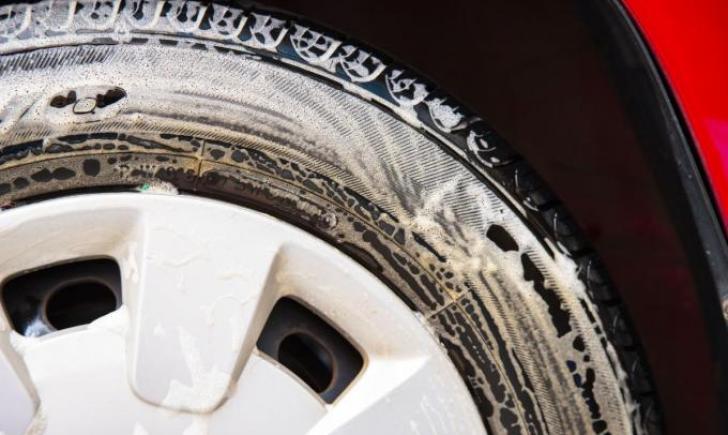 スタッドレスタイヤをビニール袋で保管しても良いのか【結論:NG】保管する前に汚れを落とす