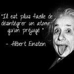 Il est plus facile de désintégrer un atome qu'un préjugé