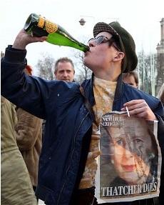 Des Anglais sabre le champagne - photo (telegraph.co.uk)