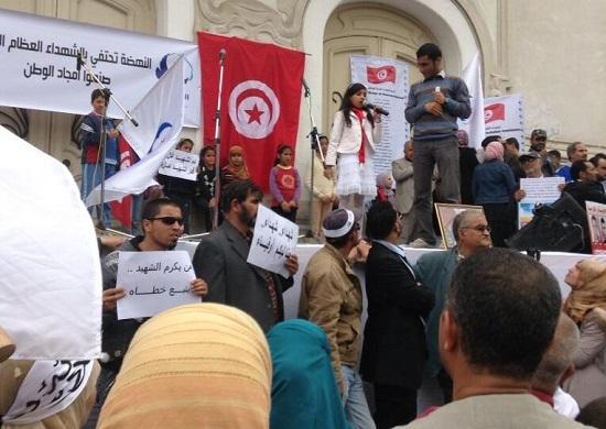 Manif d'Ennahda devant le théâtre national, 9 avril 2013 -photo (Ochlocratie)