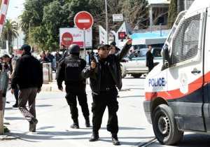 Tunisian security forces secure the area after gunmen attacked Tunis' famed Bardo Museum on March 18, 2015. At least seven foreigners and a Tunisian were killed in an attack by two men armed with assault rifles on the museum, the interior ministry said. AFP PHOTO / FETHI BELAID  TUNISIA-POLITICS-UNREST