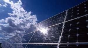 Panneaux photovoltaïques en silicium monocristalin, installées pour le fonctionnement de la station d'épuration de Meze.