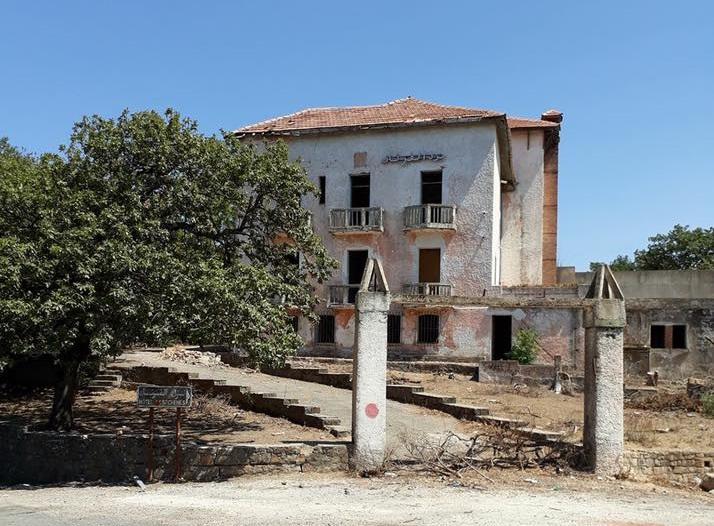Les Chênes à Ain Draham : Complainte pour un hôtel abandonné