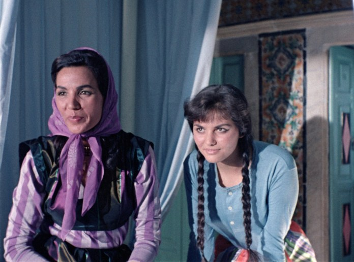 Hassiba Rochdi et Claudia Cardinale dans le film Goha