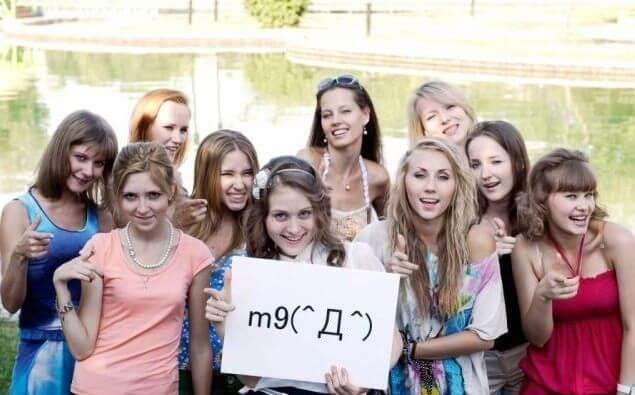 ウズベキスタンの美女たちに日本の顔文字 (´・ω・`) をやってもらった