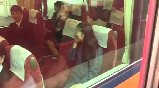 佳子さま、皇室ファンの声援に噴き出す