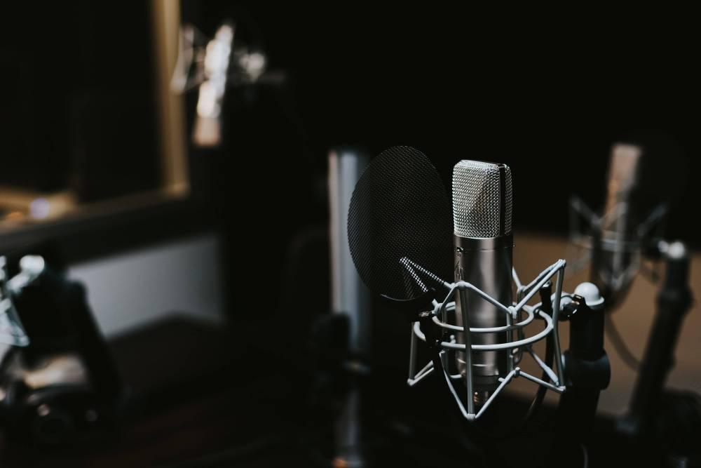 レコーディングスタジオのマイク