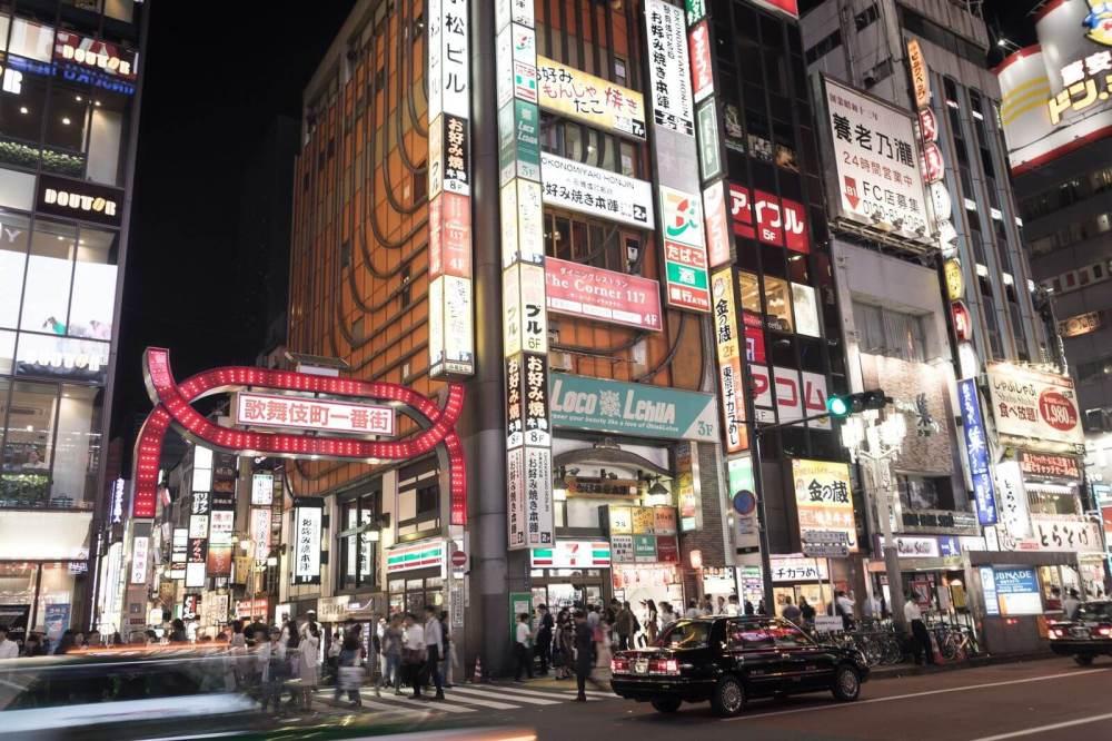 新宿歌舞伎町劇場通り前