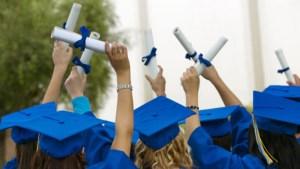 ¿Es una ventaja tener un título universitario?