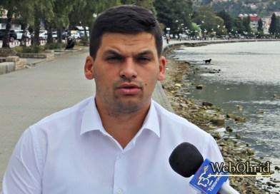 Пецаков: Власта сè што фати и исуши, па така и нивото на вода во Охридското Езеро