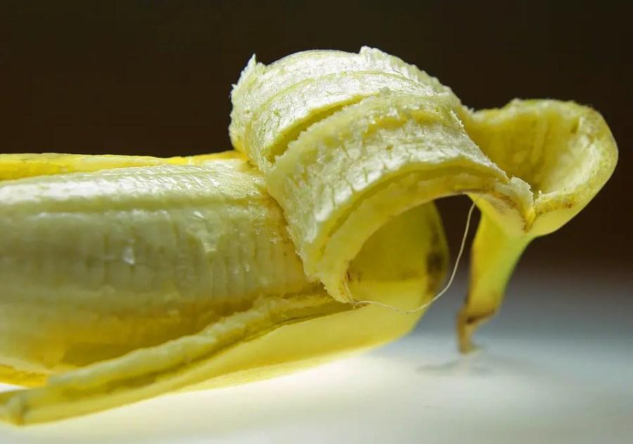 Die Bananenschale ist ein natürlicher Zahn-Aufheller.
