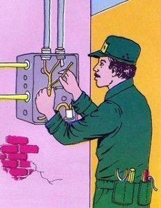 Operario reparando averia eléctrica
