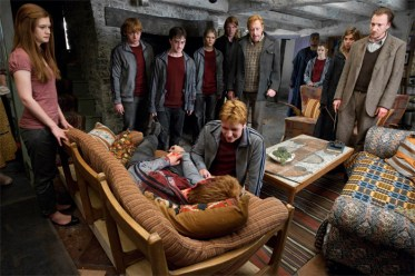 Weasley-family-with-friends-bill-and-fleur-28193540-700-467