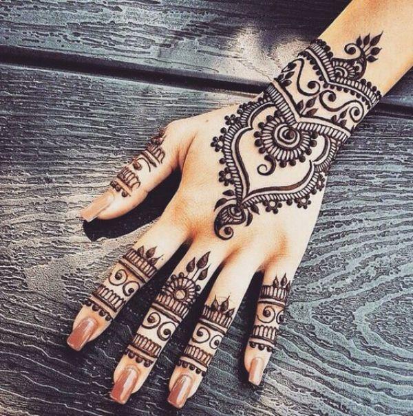 28.Neat back hand henna