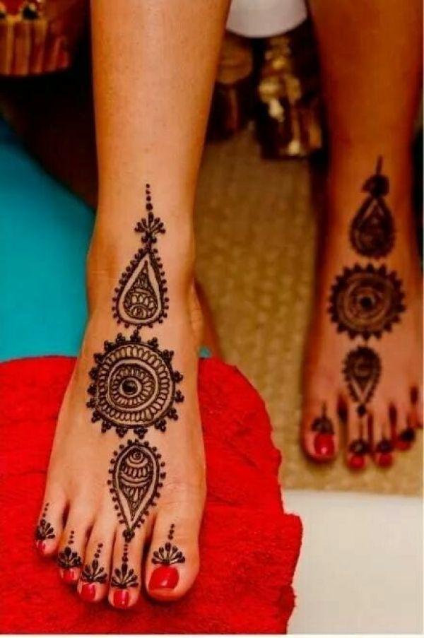 11.Round and thilagam leg henna