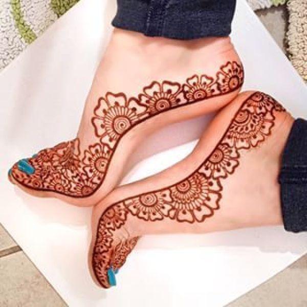 14.Floweral Leg Henna design