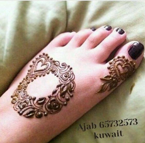 21.Heart and Flower Henna for Leg