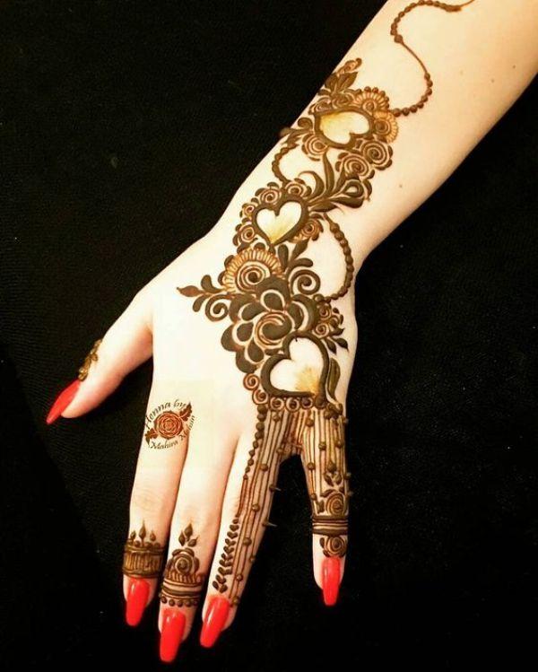 18.Arabic three heartin mehndi design
