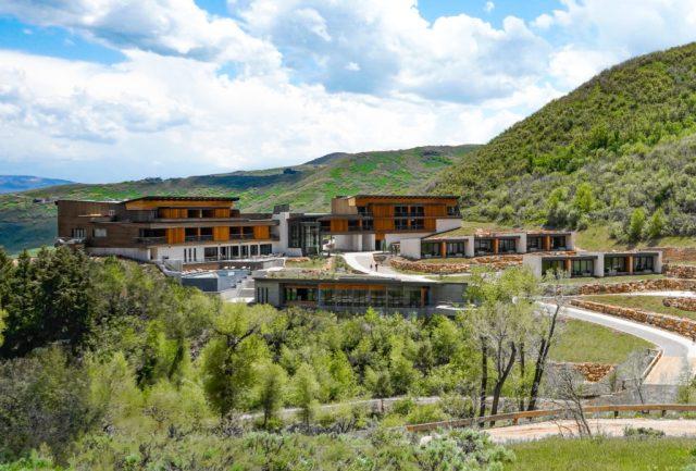 "Ranch parmi les montagnes ""width ="" 1024 ""height ="" 693 ""srcset ="" https://www.wedaways.com/wp-content/uploads/2019/10/Copy-of-Copy-of-Photo-1-Lodge -Exterior-1024x693.jpg 1024w, https://www.wedaways.com/wp-content/uploads/2019/10/Copy-of-Copy-of-Photo-1-Lodge-Exterior-102x69.jpg 102w, https : //www.wedaways.com/wp-content/uploads/2019/10/Copy-of-Copy-of-Photo-1-Lodge-Exterior-300x203.jpg 300w, https://www.wedaways.com/ wp-content / uploads / 2019/10 / Copy-of-Copy-of-Photo-1-Lodge-Exterior-768x520.jpg 768w ""tailles ="" (largeur max: 1024px) 100vw, 1024px"