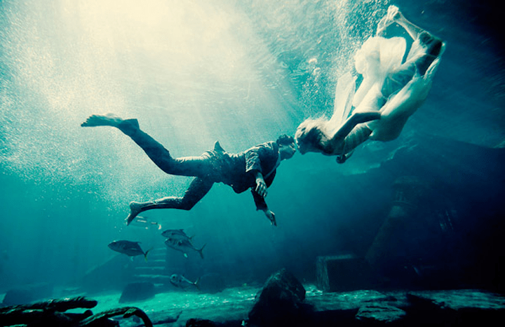 gorgeous-underwater-wedding-photo-maloman-photographers