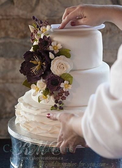 Wedding Cakes Pictures And Cake Decorating Ideas From Craftspeople     More Wedding Cakes Pictures and Stories  Fondant ruffles by RMC Creations