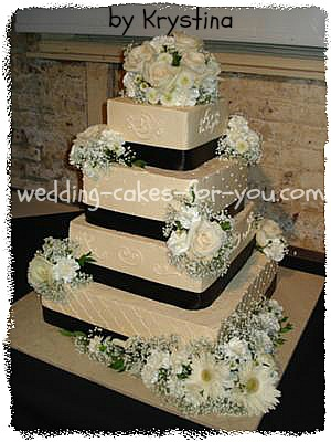 Square Wedding Cakes Are Like Pretty Packages Ivory wedidng cake with fresh flowers  ivory stencil wedding ckae