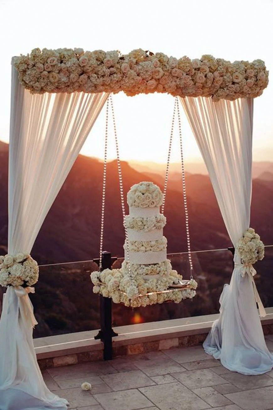 Hanging Wedding Cakes CHWV