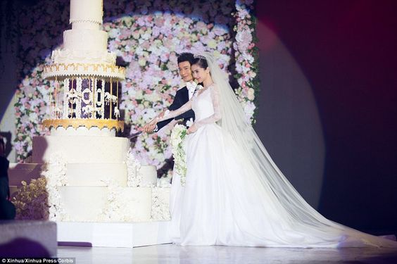 9 Extravagant Celebrity Wedding Cakes   CHWV 9 of the Most Extravagant Celebrity Wedding Cakes   Angelababy and Huang  Xiaoming   CHWV