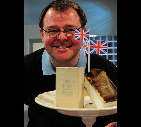 Queen Elizabeth wedding cake