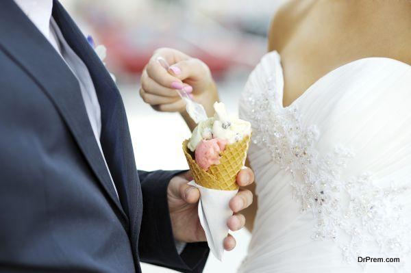 wedding couple enjoying ice cream