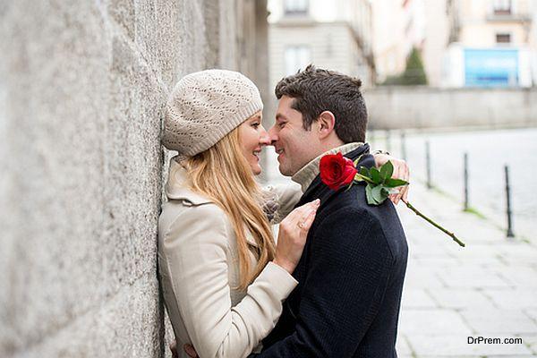 honeymoon-couple-2
