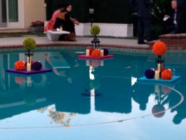 Floating arrangements on the pool. I love floating arrangments.