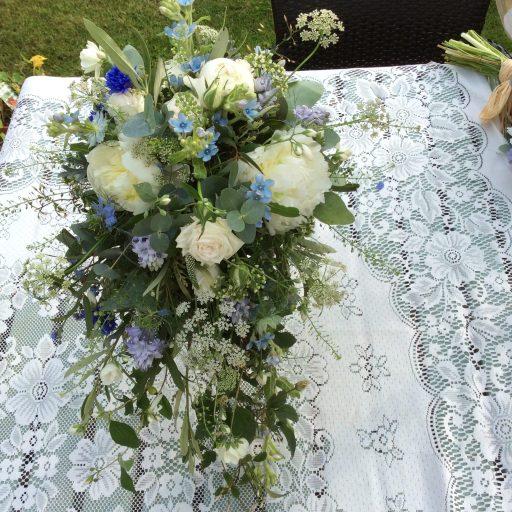 Loose Teardrop Bouquet