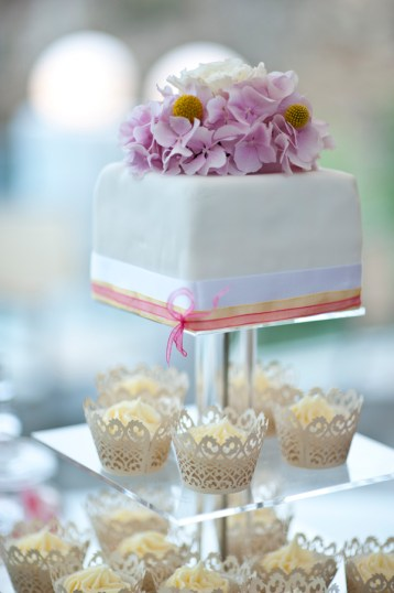 Cake-topper-with-flowers