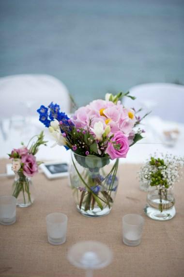 Table-flowers-on-burlap