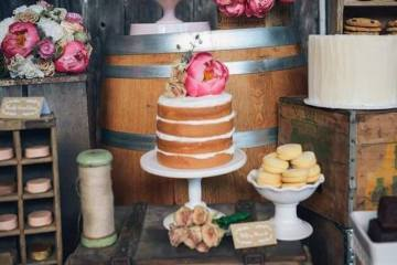 Naked Wedding Cake: A Great Budget Trend