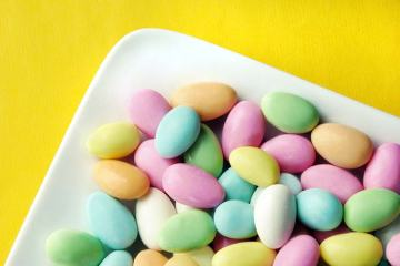 11 wedding favors your wedding guests don't want - jordan almonds included! weddingfor1000.com