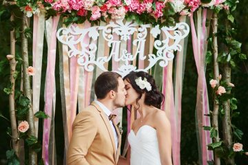 Real Brides Talk About Real Budget Weddings - weddingfor1000.com